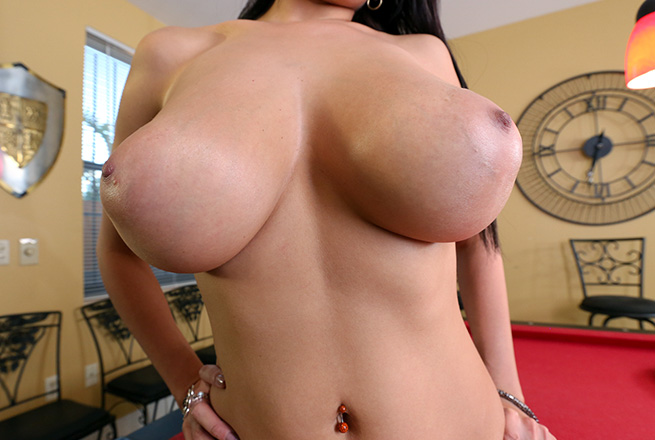 Curvy Latina With Huge Tits Jazmyn Gets a Facial