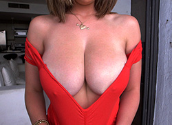 bigtitsroundasses: Brunette big natural tits amateur