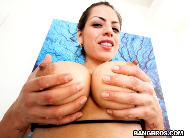 Yurizan beltran juicy tits with a nice ass