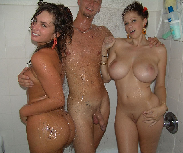 Sexy moms naked with daughter in the shower — pic 7