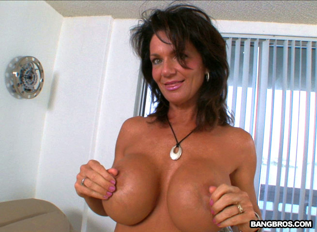 Nude milf big boobs
